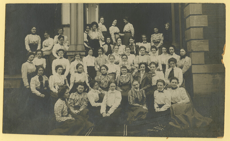 Group of students and faculty of Pennsylvania College for Women
