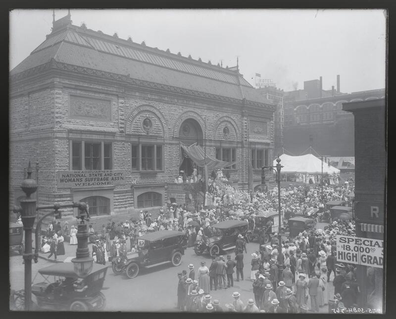 """""""GOLDEN LANE"""" DEMONSTRATION FOR WOMEN'S SUFFRAGE ON THE STEPS OF THE OLD CITY ART MUSEUM AT NINETEENTH AND LOCUST STREETS."""
